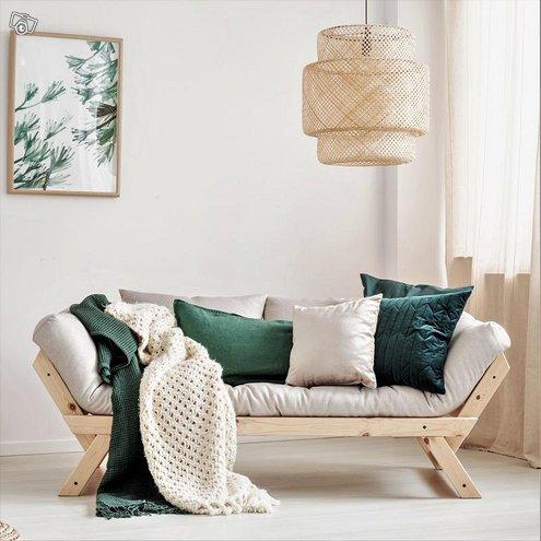 Bebop futon vuodesohva kahdella tyynyllä