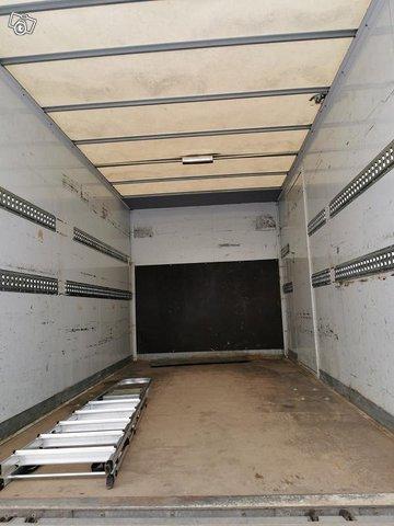 B-kortilla ajettava pakettiauto (tila 21m3) 2