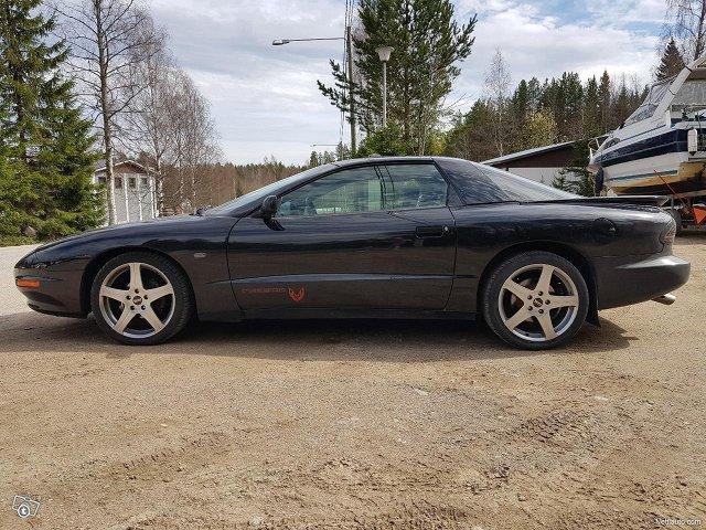 Pontiac Firebird 3