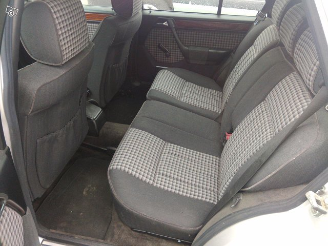 Mercedes-Benz 5D COMBI E 200T 6