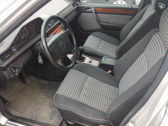 Mercedes-Benz 5D COMBI E 200T 8