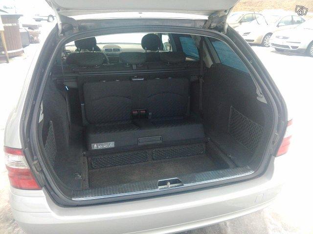 Mercedes-Benz E220 Farmari-7 Hengen 5