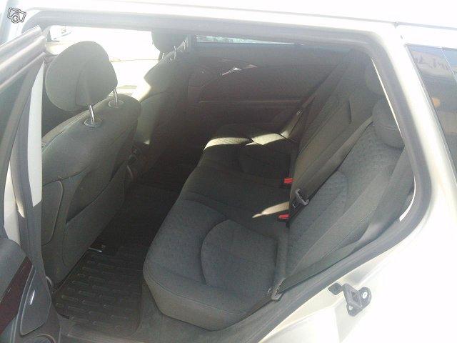 Mercedes-Benz E220 Farmari-7 Hengen 6
