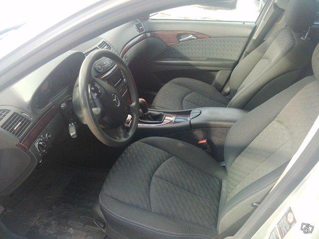 Mercedes-Benz E220 Farmari-7 Hengen 7