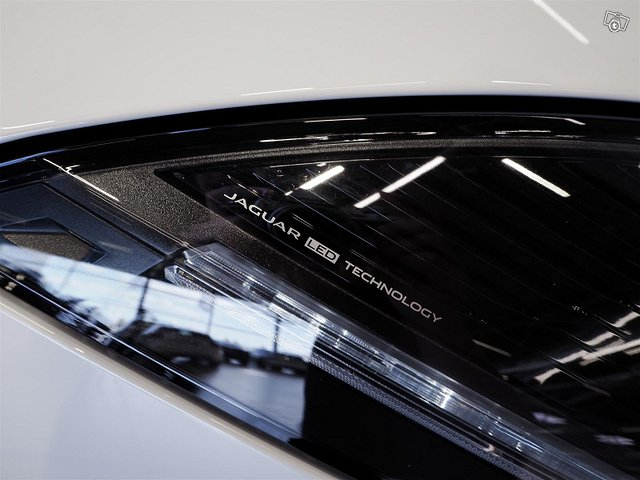 Jaguar F-Type 13