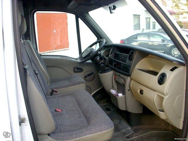 Nissan Interstar 5