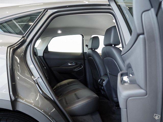 Jaguar E-PACE 8