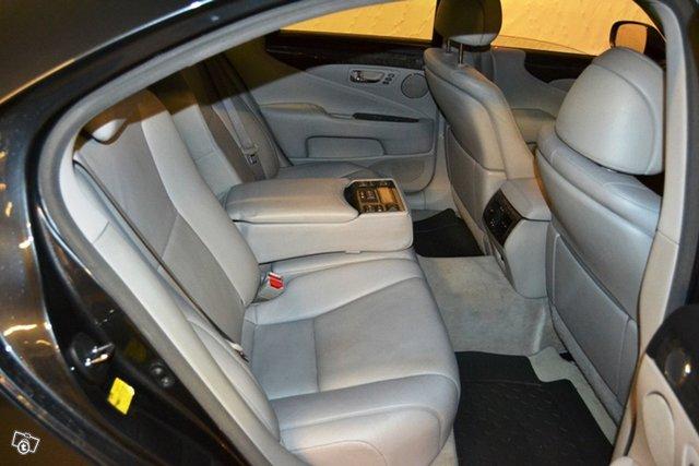 Lexus LS 4