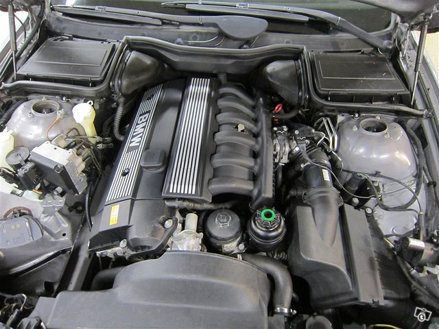 BMW 523 12