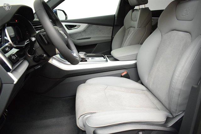 Audi Q8 8