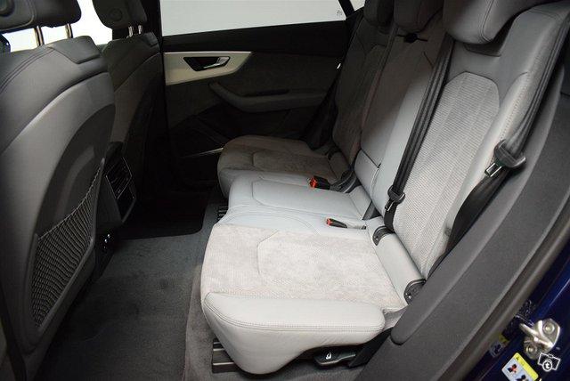Audi Q8 9