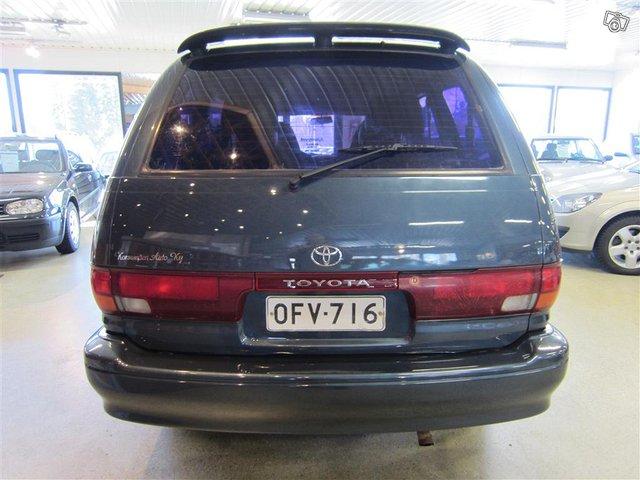 Toyota Previa 4