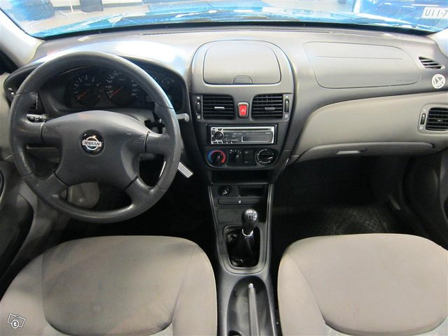Nissan Almera 8