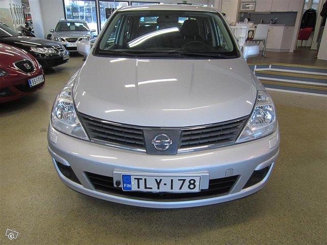 Nissan Tiida 2