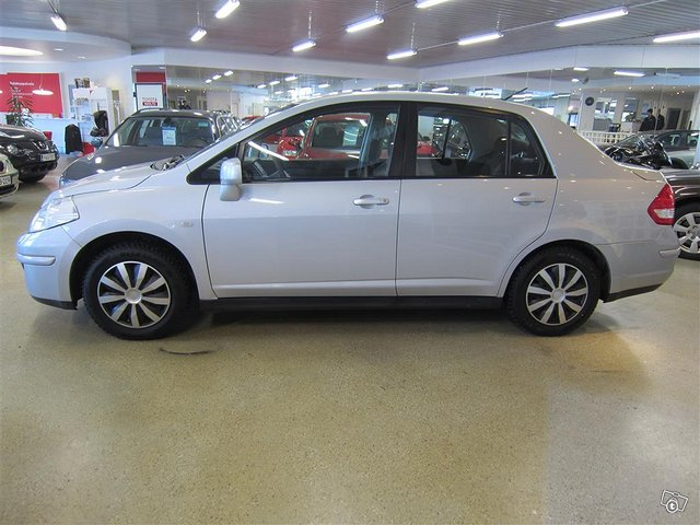 Nissan Tiida 5