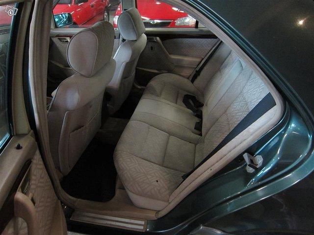 Mercedes-Benz C 11