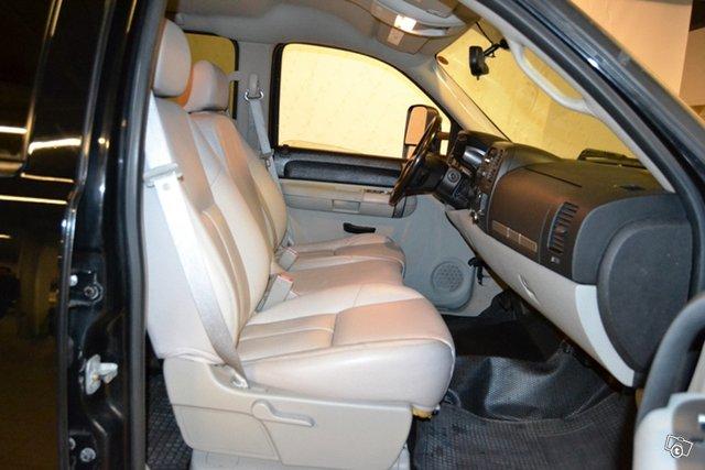 Chevrolet Silverado 4