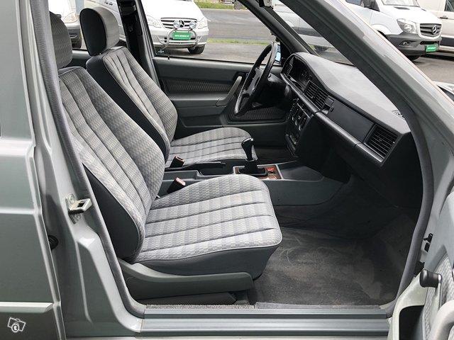Mercedes-Benz 190 9