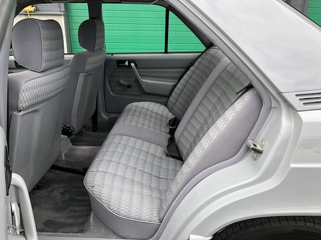 Mercedes-Benz 190 13