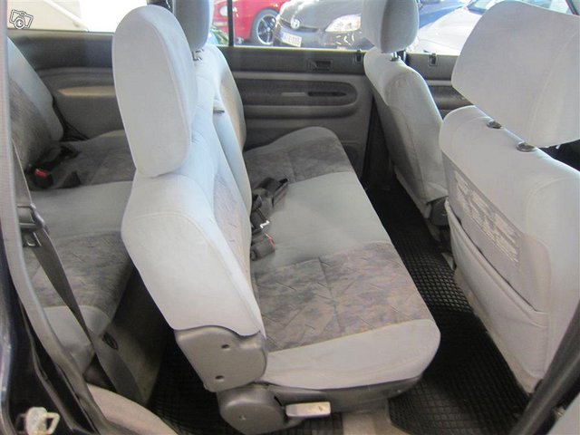 Mazda MPV 11