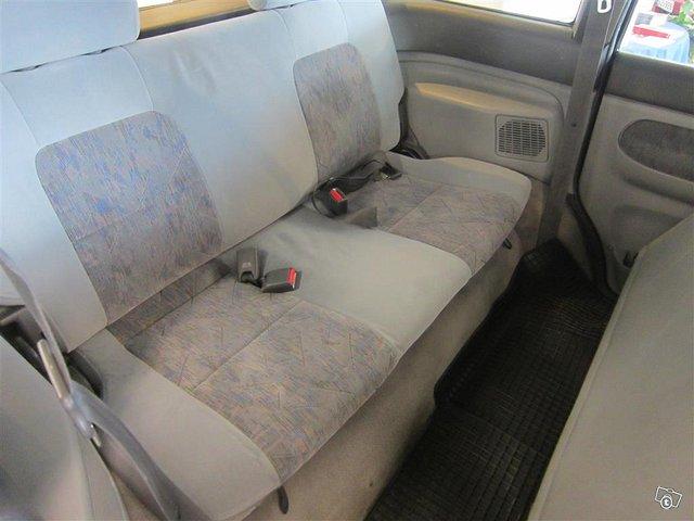 Mazda MPV 12