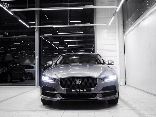 Jaguar XE 2