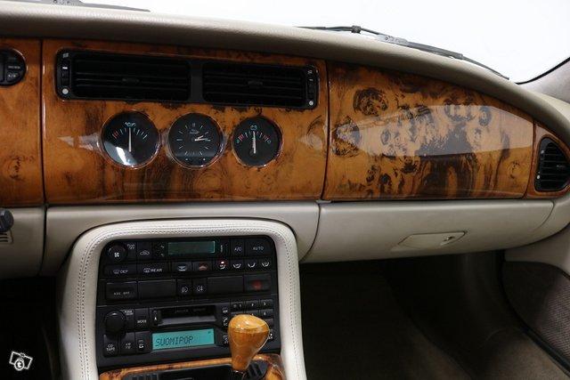 Jaguar XK8 11