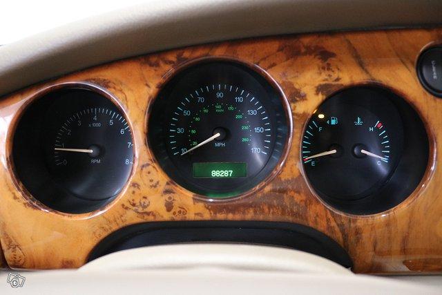 Jaguar XK8 14