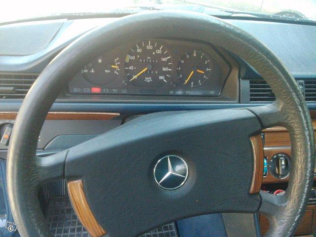 Mercedes-Benz 200 10
