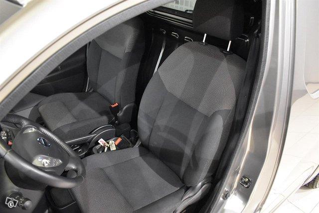 Nissan E-NV200 9