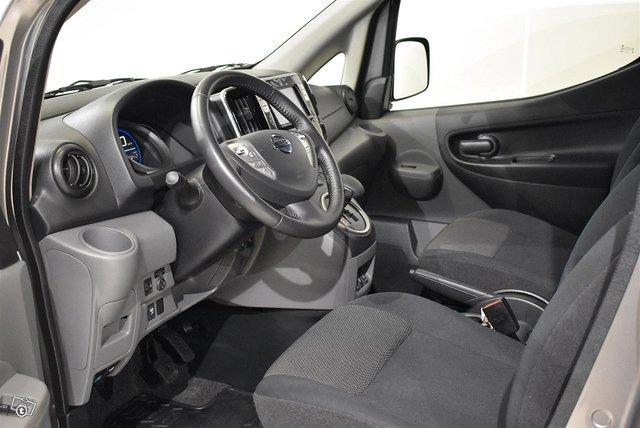 Nissan E-NV200 10