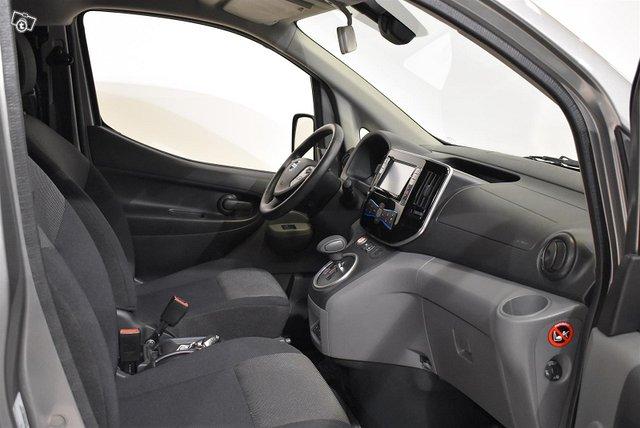 Nissan E-NV200 11