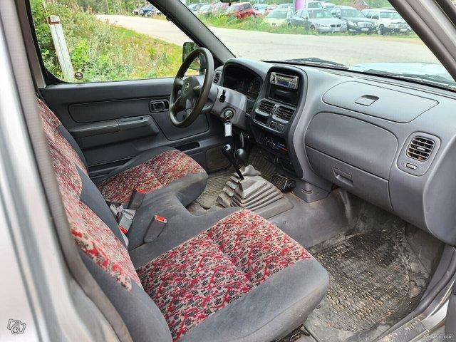 Nissan Pickup 11