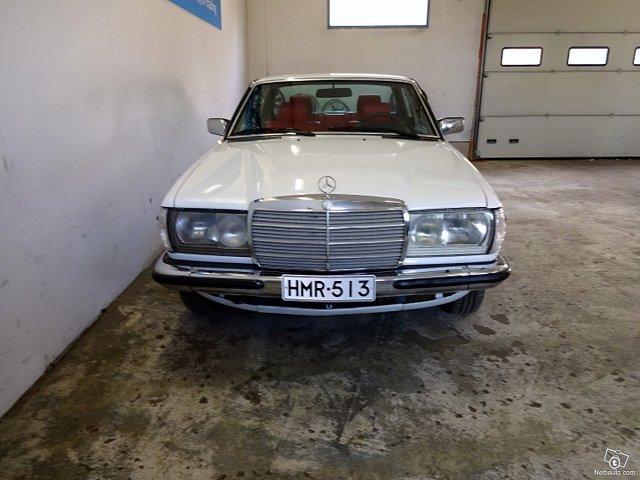 Mercedes-Benz 200 11
