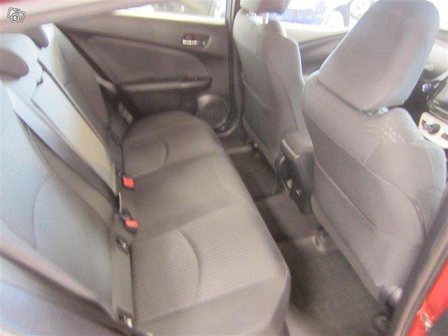 Toyota Prius 24