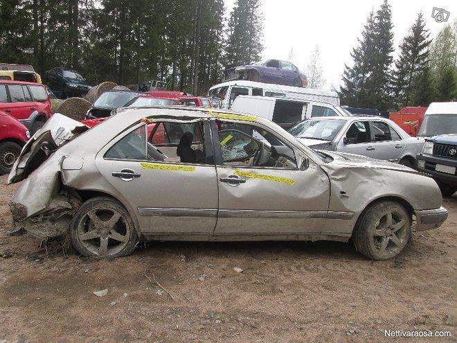 Mecedes-Benz 300 E Sedan