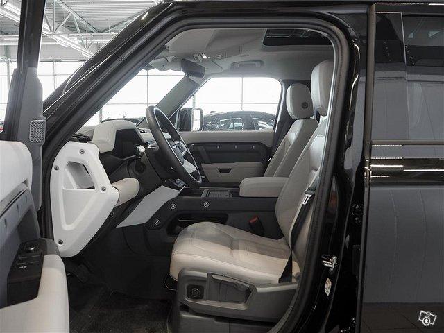 Land Rover Defender 5