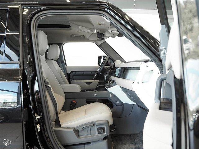Land Rover Defender 7