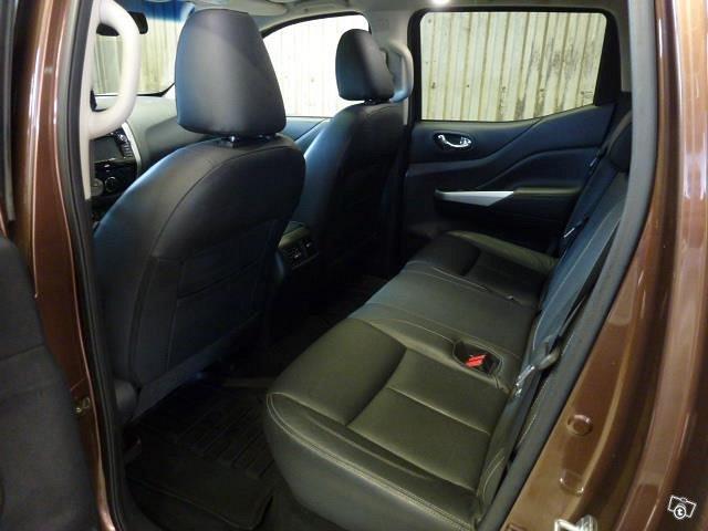 Nissan Navara 3