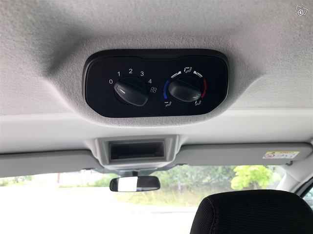 Ford Tourneo Custom 12