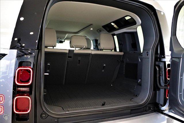 Land Rover Defender 14