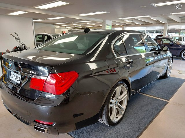 BMW 750 5