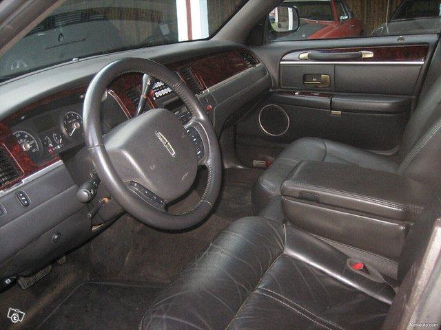Lincoln Town Car 3