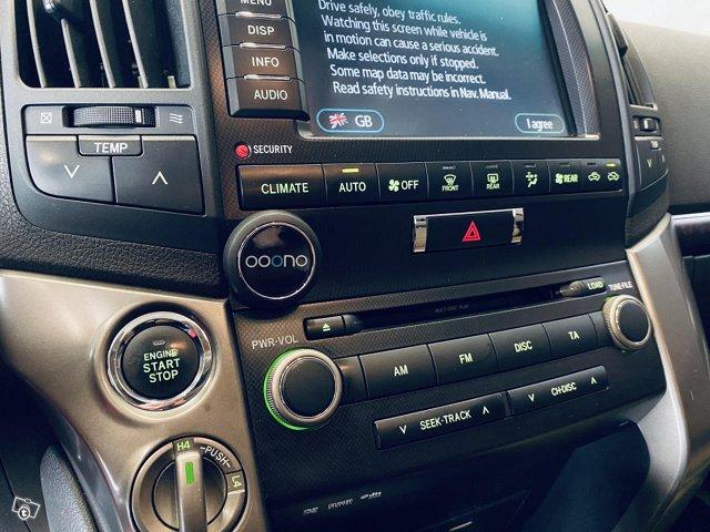 Toyota Land Cruiser 7
