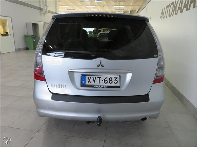 Mitsubishi Grandis 5