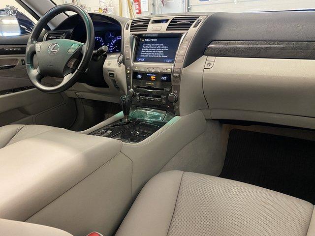Lexus LS600h 10