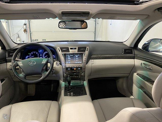 Lexus LS600h 11