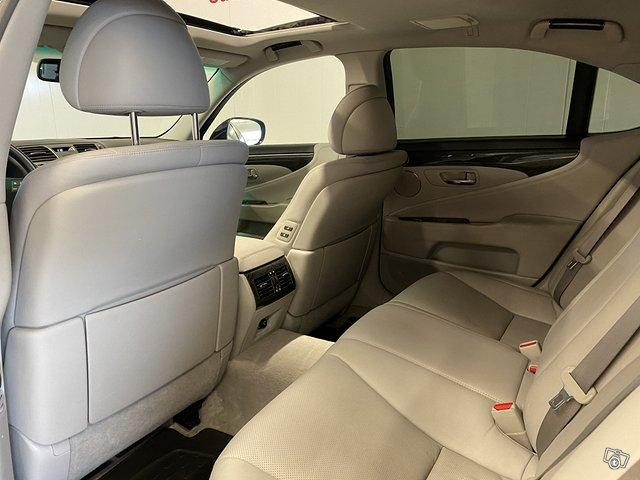 Lexus LS600h 13