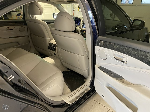 Lexus LS600h 14