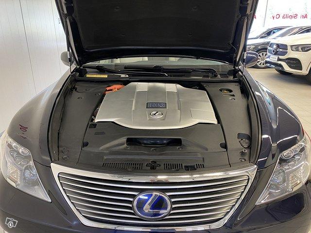 Lexus LS600h 15